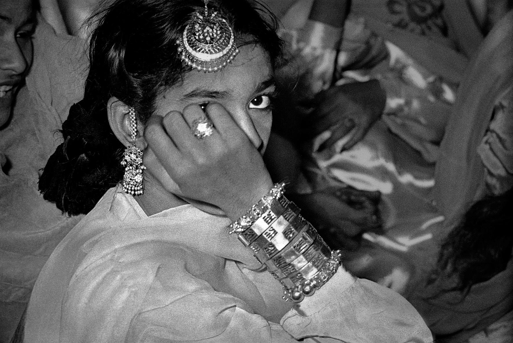 © Frank Horvat –  A young dancer, Pakistan, 1952