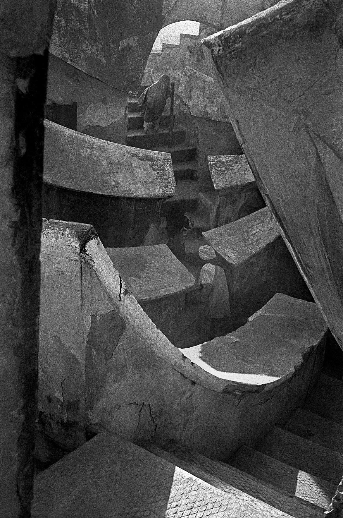 © Frank Horvat - Jantar Mantar (astronomical instruments), India, 1952, Courtesy KLV Art Projects
