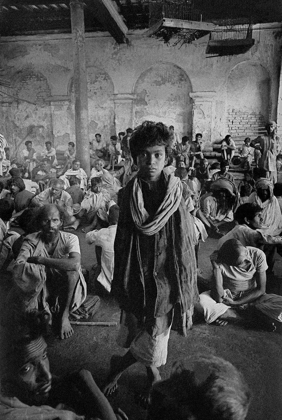 © Frank Horvat – Beggar assembly, India, 1962, Courtesy KLV Art Projects